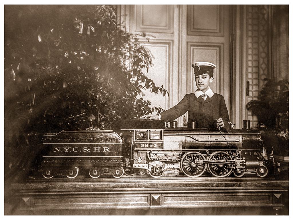 Княз Борис от малък обича да управлява влакове, 1904-1906 г. ©Георг Волц